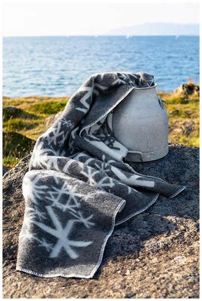Alrun blankets in icelandic nature